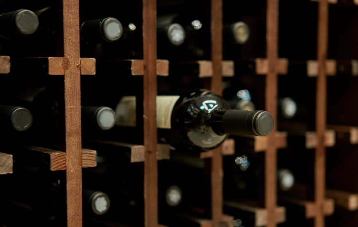 Bouteille Dans Cave A Vin