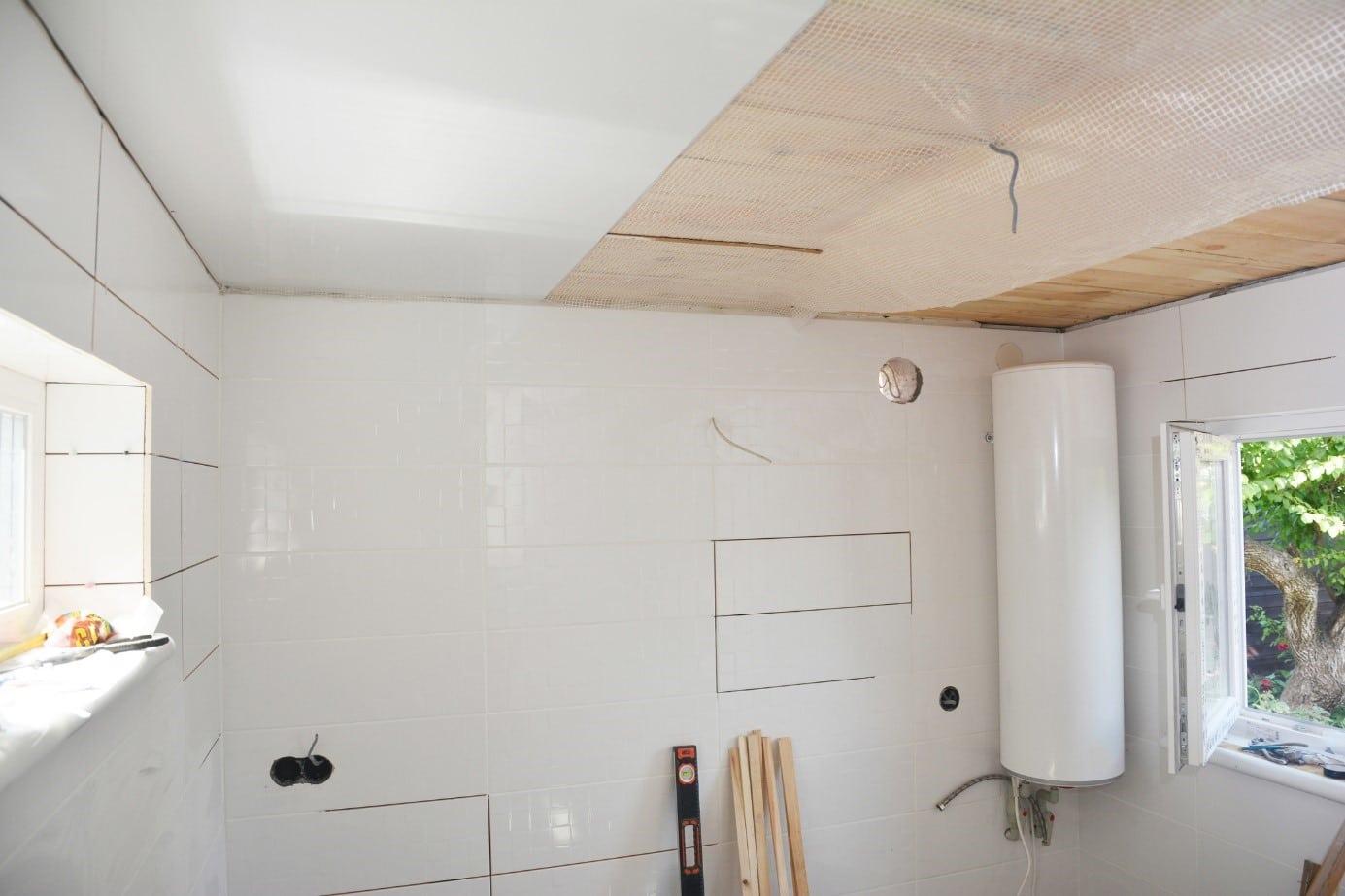 Plafond en PVC : caractéristiques, atouts et inconvénients