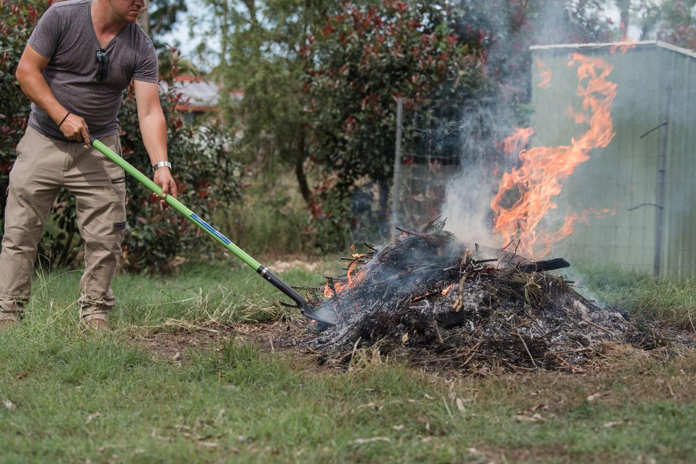 Brûler des branches dans son jardin : conseils et précautions