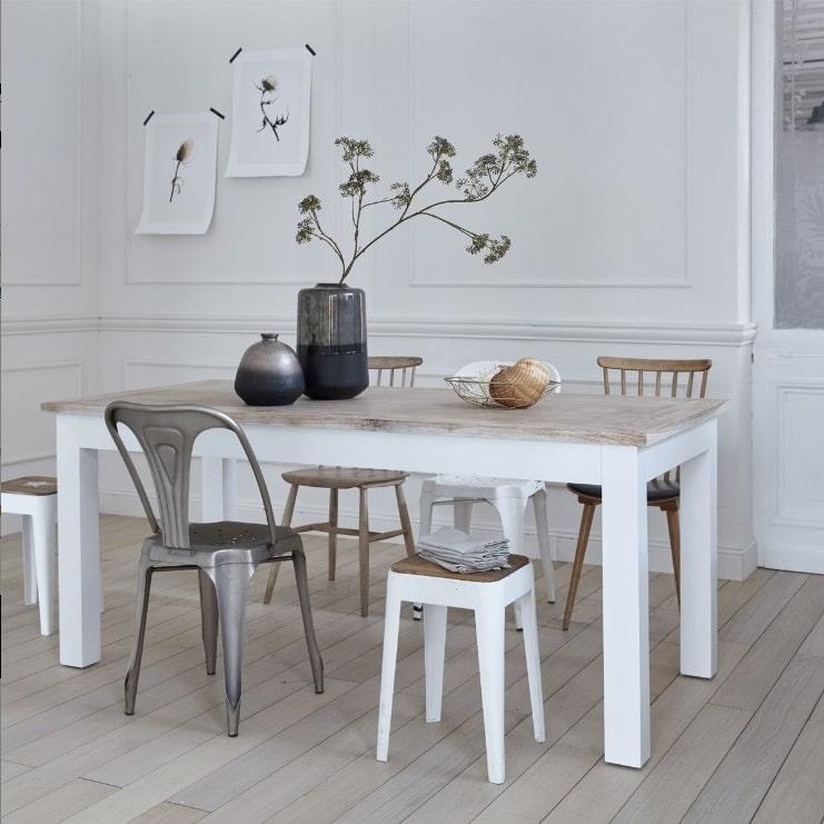 Table Blanche Et Vases