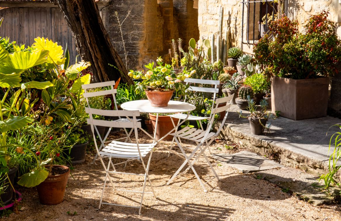 Chaises Et Table De Jardin